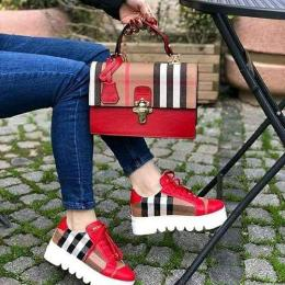 LUXURY LADIES SET OF DESIGNER BURBERY SNEAKERS AND HAND BAG