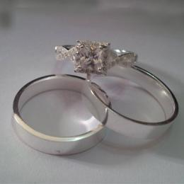Plain round band with a square shaped diamond like stone